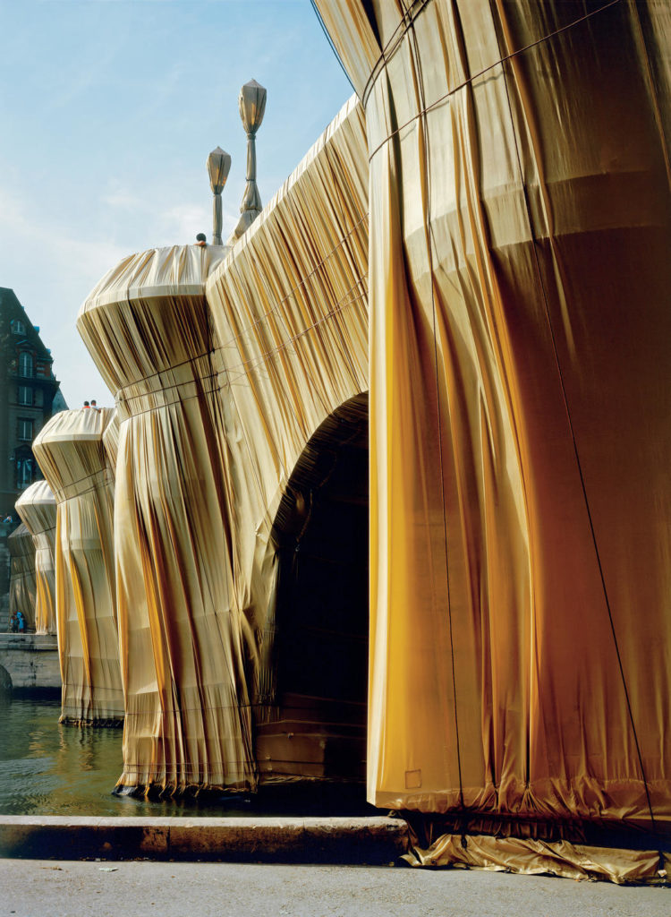 Christo and Jeanne-Claude: The Pont Neuf Wrapped, Paris, 1975-85. Photo: Wolfgang Volz ©1985 Christo